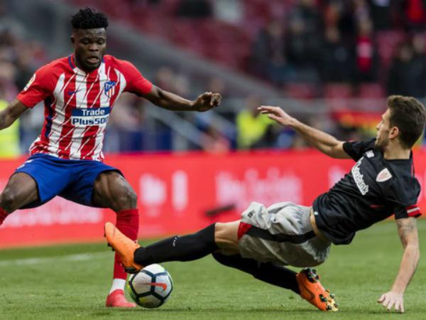 Atletico trao cơ hội bứt phá dành cho Barcelona