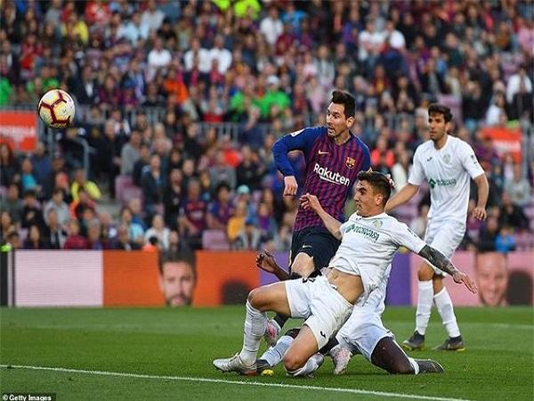 Barcelona đẩy Getafe vào thế khó
