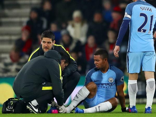Chấn thương nặng, Gabriel Jesus rời sân vào phút chót