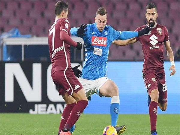 Soi kèo Napoli vs Torino, 02h45 ngày 24/12 - Serie A