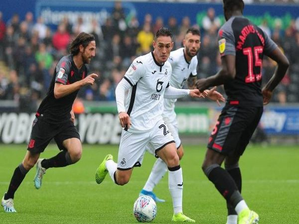Soi kèo Swansea vs Stoke, 01h45 ngày 18/8 - Hạng nhất Anh